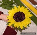 Sunflower corrugated paper - The Handmade Crafts Sunflower Party, Sunflower Bouquets, Paper Sunflowers, Tissue Paper Flowers, Diy Paper, Paper Art, Paper Crafts, Crafts To Make, Easy Crafts