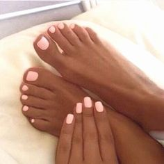 Light pink nails, tan skin… - All For Hair Color Trending Gel Toe Nails, Pink Toe Nails, Pretty Toe Nails, Light Pink Nails, Summer Toe Nails, Cute Toe Nails, Feet Nails, Toe Nail Art, Cute Acrylic Nails