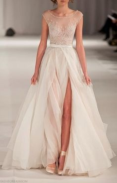 Gorgeous gown. Subtle sexy and such clean lines