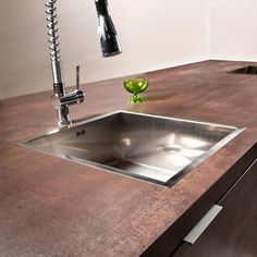 Awesome Kitchen Sink Ideas (Modern, Cool, and Corner Kitchen Sink Design) The correct match sink for your kitchen will make your kitchen look beautiful. You must search for an kitchen sink ideas. Corner Sink Kitchen, Drop In Kitchen Sink, Steel Kitchen Sink, Kitchen Sink Design, Farmhouse Sink Kitchen, New Kitchen, Kitchen Decor, Awesome Kitchen, Country Kitchen