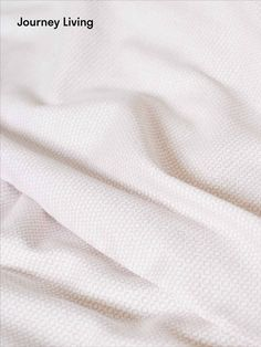 ab CHF 34.90 | Your journey starts at home! Die Bettwäsche wird nachhaltig und fair in einem Familienunternehmen in der Nähe von Guimaraes, Portugal hergestellt. Sie ist aus hochwertiger Bio-Baumwolle. Die Satinwebung gibt eine wunderbar weiche Oberfläche mit einem leichten Glanz. Sola dusty pink ist allover bedruckt – inspiriert von einem skandinavischen Strickpullover. Aus der Jahreskollektion 2020. Oeko-Tex® Standard Journey Live, Scandinavian Style, Dusty Pink, Portugal, Scandinavian, Sparkle, Cotton, Breien, Dusty Rose