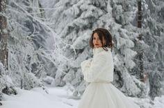 Bride in the snow Snow, Bride, Wedding Dresses, Fashion, Wedding Bride, Bride Dresses, Moda, Bridal Gowns, Bridal