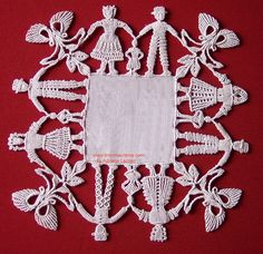 "Macrame - knotting - Margaretenspitze technique ""The Margarete lace is a technique that uses knots, that derives from Macramé. It was invented by Margarete Naumann in the early Techniques Textiles, Sculpture Textile, Bordados E Cia, Art Du Fil, Teneriffe, Lacemaking, Point Lace, Linens And Lace, Bobbin Lace"