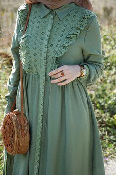 Stylish Dresses For Girls, Stylish Dress Designs, Designs For Dresses, Modest Fashion Hijab, Abaya Fashion, Fashion Dresses, Iranian Women Fashion, Islamic Fashion, Moslem Fashion