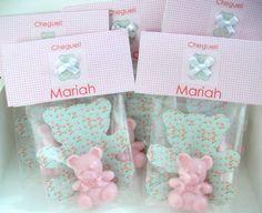 Mini sabonete ursinha em embalagem floral delicada, muitas estampas a escolher pedido mínimo:30 unidades R$ 3,80