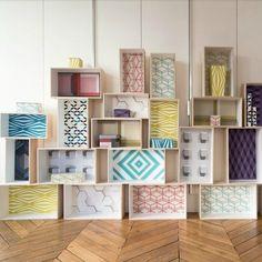 Remplir le fond des boîtes avec du papier peint - Marie Claire Maison