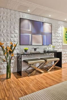 Modern console tables with sculptural forms can bring character and charm to your modern home. Tv Wall Decor, Entryway Decor, Minimal House Design, Sala Grande, Modern Hallway, Tv Wall Design, Contemporary Interior Design, Home Design Plans, Apartment Design