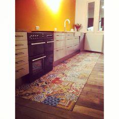 Sloophouten vloer by studio Fien in combinatie met cement tegeltjes  www.studiofien.nl