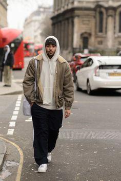 Street Style Shots: London Fashion Week Men's Day 3 Mode Outfits, Retro Outfits, Fashion Outfits, Fashionable Outfits, 90s Fashion, Street Fashion, Mode Masculine, Sneaker Outfits, Skate Style