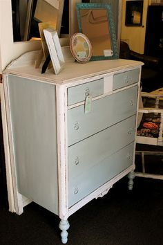 two toned dresser - I'm going to do this to a dresser to make a TV Stand