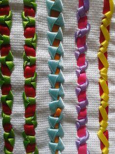 Acabamento eu acho Hardanger Embroidery, Ribbon Embroidery, Floral Embroidery, Embroidery Stitches, Swedish Weaving, Chain Stitch, Tribal Art, Silk Ribbon, Diy Clothes