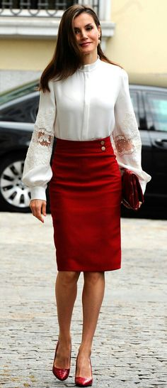 Letizia - Carolina Herrera lace blouse and handbag - Hugo Boss skirt and pumps - Tous earrings