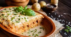 Zeljna zloženka z rižem in mletim mesom - Odprta kuhinja Quiche Lorraine, Salmon Burgers, Lasagna, Hummus, Mashed Potatoes, Dinner Recipes, Food And Drink, Chicken, Cooking