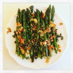 Repas raffiné , asperges vertes