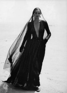 Giorgio Armani Fall/Wint 1993 - Amber Valletta by Peter Lindbergh via ZsaZsa Bellagio – Like No Other: Earthy Beautiful Amber Valletta, Peter Lindbergh, Dark Fashion, Gothic Fashion, Mode Sombre, The Dark Side, Look Dark, Creation Photo, Moda Vintage