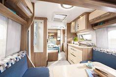 Hobby De Luxe   Ab 19.690 Euro gibt es den Hobby De Luxe 495 WBF. Der bietet reichlich Platz und ist vor allem für Familien gedacht.
