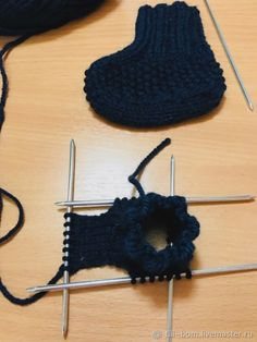 Вяжем спицами детские бесшовные пинетки, фото № 3 Knitted Booties, Knit Vest, Crochet Bikini, Bikinis, Swimwear, Beanie, Booty, Hats, Fashion