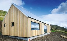 A timber frame cabin on the Isle of Skye, built for just shows how contemporary design can sit comfortably within a rural setting Timber Frame Cabin, Oak Frame House, Cottage Design, House Design, Self Build Houses, Contemporary Barn, Farmhouse Architecture, Timber Buildings, Weekend House