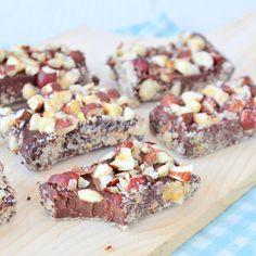 Slechts 4 ingrediënten heb je nodig voor het maken van hazelnoot chocolade truffels. Ze zijn ook eenvoudig in allerlei verschillende smaken te maken.