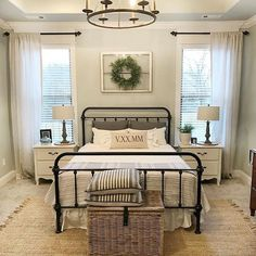 Nice Top 25 Farmhouse Master Bedroom Decor Ideas https://roomadness.com/2018/03/15/top-25-farmhouse-master-bedroom-decor-ideas/