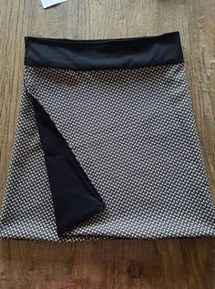 Reversible Skirt Multi Sizes – Tuto Couture Video by Sewing Pants, Sewing Clothes, Diy Clothes, Skirt Sewing, Blog Couture, Creation Couture, Reversible Skirt, New Yorker Mode, Diy Vetement