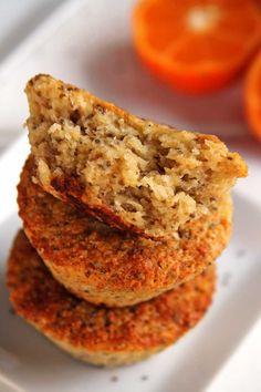 Receita fácil com poucos ingredientes de bolo sem ovo, sem farinha, sem soja, sem leite e sem gordura. É um bolo vegano sem glúten simples e saboroso!