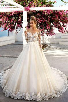 weites Brautkleid, Spitze und Tüll, schulterfrei, mit langen Spitzenärmeln