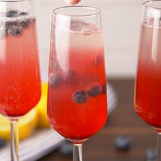 Every brunch needs these lemon blueberry mimosas.Every brunch needs these lemon blueberry mimosas. Party Drinks, Fun Drinks, Yummy Drinks, Healthy Drinks, Beverages, Prosecco Cocktails, Summer Cocktails, Cocktail Drinks, Liquor Drinks