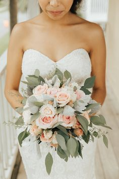 Love the textures and colors combine!! I loved my wedding bouquet so much!!!! #wedding #flowers