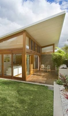 *** wood exterior with off white, clerestory windows *** Ranu House by All Australian Architecture Australian Architecture, Modern Architecture, Roof Design, Exterior Design, Building Design, Building A House, Weatherboard House, House Extensions, House Roof