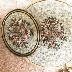 "675 Likes, 10 Comments - 마로 (@maro_embroidery) on Instagram: ""똑 같은거 만드는게 제일 싫은데 넘 갖고 싶어하는 분이 계셔서 수놓고 있어요~ 근데 좀 다르네요. 우야지. #프랑스자수 #마로작업실"""