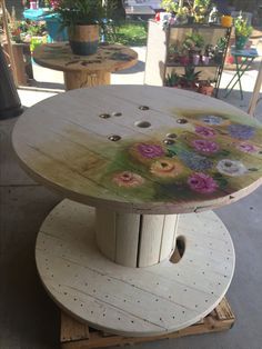 Wood cable spool for Sale in Tustin, CA Diy Cable Spool Table, Wood Spool Tables, Wooden Cable Spools, Wood Spool Furniture, Lawn Furniture, Painted Furniture, Pallet Furniture, Furniture Projects, Industrial Side Table