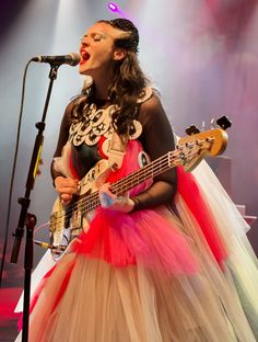 Kate Nash Performs in the Thickest Tulle Dress We Have Ever Seen!