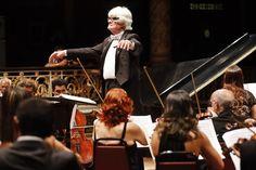 """Em seu primeiro concerto oficial de 2015, a Orquestra Sinfônica do Recife (OSR) inaugura o """"Ciclo das Sinfonias de Brahms"""". A apresentação acontece nesta quarta-feira, dia 25, no Teatro de Santa Isabel, às 20h."""