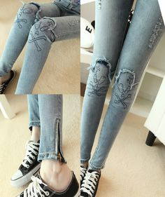 Skull ripped skinny jeans is love