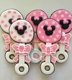 Baby Minnie Mouse!Baby Rattles perfect for the expectant Minnie Mouse lover.Sweet Baby Rattles are perfectly decorated just for you.Set comes with 12 cookies decorated with Minnie Mouse head and bow.Each cookie comes individually wrapped and sealed for max protection and freshness.
