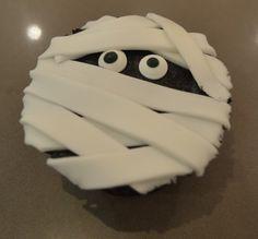 Taller con seguidores de www.facebook.com/... y Alma Obregón: Cupcake Momia