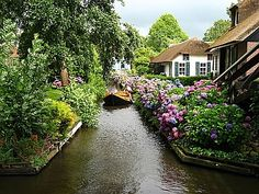 """Giethoorn - """"driveway"""" in a village with no streets - use noiseless """"whisper boats""""   (Netherlands)"""