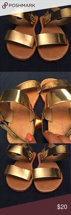 Lilly Pulitzer gold sandals for target size 9 Metallic gold Lilly Pulitzer little girls sandals size 9.  Slightly scratch in the front . Good condition Lilly Pulitzer for Target Shoes Sandals & Flip Flops