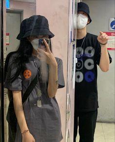 Cute Couple Poses, Cute Couples Photos, Cute Couple Pictures, Cute Couples Goals, Ulzzang Korean Girl, Ulzzang Couple, Couple Photography, Photography Poses, Korean Couple Photoshoot