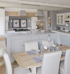 Over the years, many people have found a traditional country kitchen design is just what they desire so they feel more at home in their kitchen. Kitchen Dinning Room, Kitchen Living, New Kitchen, Kitchen Decor, Kitchen Ideas, Kitchen Island, Kitchen White, Neptune Home, Neptune Kitchen