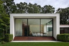 """The new Canaan Residence is a modern white house in Connecticut woods. It is designed by """"Specht Harpman Architects"""" to provide the feeling of a floating pavilion in the center of a wooded area. Garden Architecture, Contemporary Architecture, Interior Architecture, Modern Exterior, Exterior Design, U Shaped Houses, Casa Clean, New Canaan, Bungalows"""