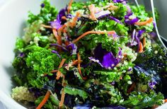 Step-by-step instructions. This Detox Kale Salad with Avocado is perfect for lunch or dinner. Another simple, delicious and healthy recipe from The Yellow Table. Vegan Breakfast Recipes, Vegetarian Recipes, Healthy Recipes, Vegan Meals, Lunch Recipes, Yummy Recipes, Dinner Recipes, Kale Salad Recipes, Kale Salads