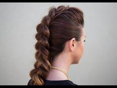 How to: faux hawk braid. Im going to try this, seems pretty easy, but then again, i cant even french braid, and seeing how easy that seems, its prob going to FAIL for me. Yall should try this