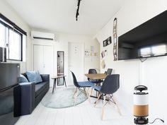 リビングでの和風機。 外装カバーを自分で交換できる為、お部屋に合わせて外観を変更する事が出来ます。 Conference Room, Table, Furniture, Home Decor, Decoration Home, Room Decor, Tables, Home Furnishings, Home Interior Design