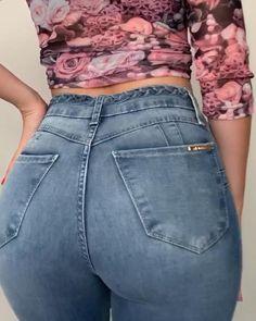 Side of the fence jeans model apaixonante - comprime a barriga e empina bumbum - novidades. Estilo Shorts Jeans, Diy Jeans, Women's Jeans, Jean Shorts, Belle Silhouette, Sweet Jeans, Tracksuit Pants, Mode Jeans, Pants For Women