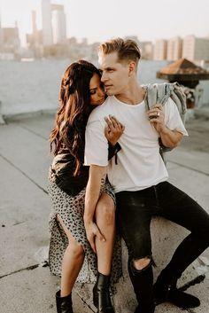 Rooftop Photoshoot, Couple Photoshoot Poses, Couple Photography Poses, Couple Posing, Couple Shoot, Photography Tools, Engagement Photo Makeup, Engagement Photo Outfits, Engagement Photo Inspiration
