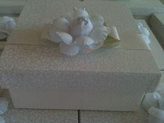 Ton sur ton e piquet - fita de gorgurão com camélia - caixa para  4 bem casados - casamento