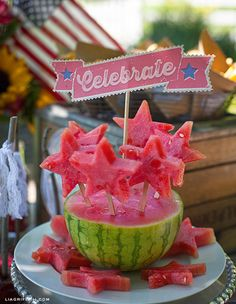 DIY Vintage Americana Fourth Of July Party Ideas.cut out stars from a watermelon using cookie cutters, and then insert them into the watermelon with popsicle sticks! Make a vintage look banner to put in the middle for a cute and fun party centerpiece! Fourth Of July Food, 4th Of July Party, July 4th, Holiday Treats, Holiday Recipes, Anniversaire Cow-boy, 4. Juli Party, Star Centerpieces, Quinceanera Centerpieces