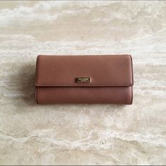 Kate Spade Walnut Wallet Beautiful Kate Spade Wallet! Minimally used, minimal wear and tare. No stains. 6 card slots. One back pocket. 4 cash slots. 1 change pocket. Open to all offers!☺️ kate spade Bags Wallets